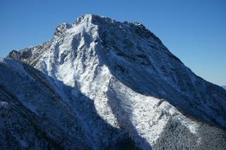 冬の阿弥陀岳 (1280x853) (640x427).jpg