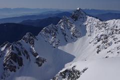 残雪の前穂高岳 (1024x678).jpg